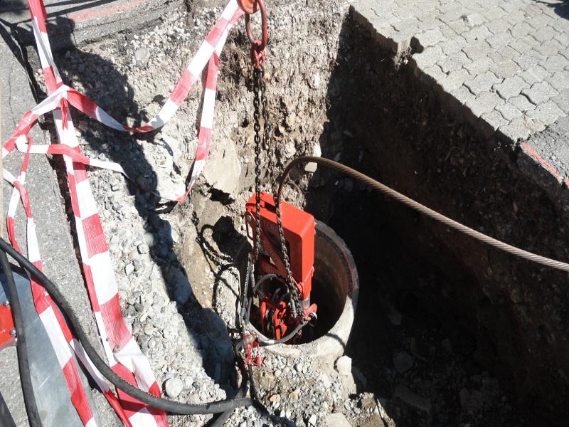 X 300 C im Schacht, X 300 C in the manhole  © TERRA AG, Reiden, Switzerland
