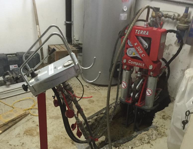 Seilberster X 300 C erneuert Abwasserhausanschluss Baustellenbericht TERRA  AG 231, Bild 01