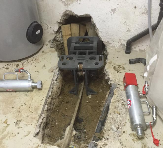 Seilberster X 300 C erneuert Abwasserhausanschluss Baustellenbericht TERRA  AG 231, Bild 02