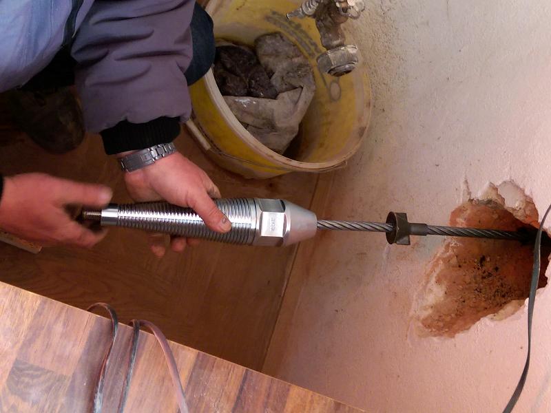 Kunststoffrohrerneuerung im Hausanschlussbereich mit dem TERRA Seilberster X 100, Bild 3