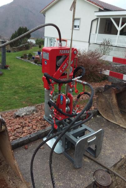 Hausanschluss erneuert mit dem 30 Tonnen Seilberster TERRA X 300 C, Bild 2