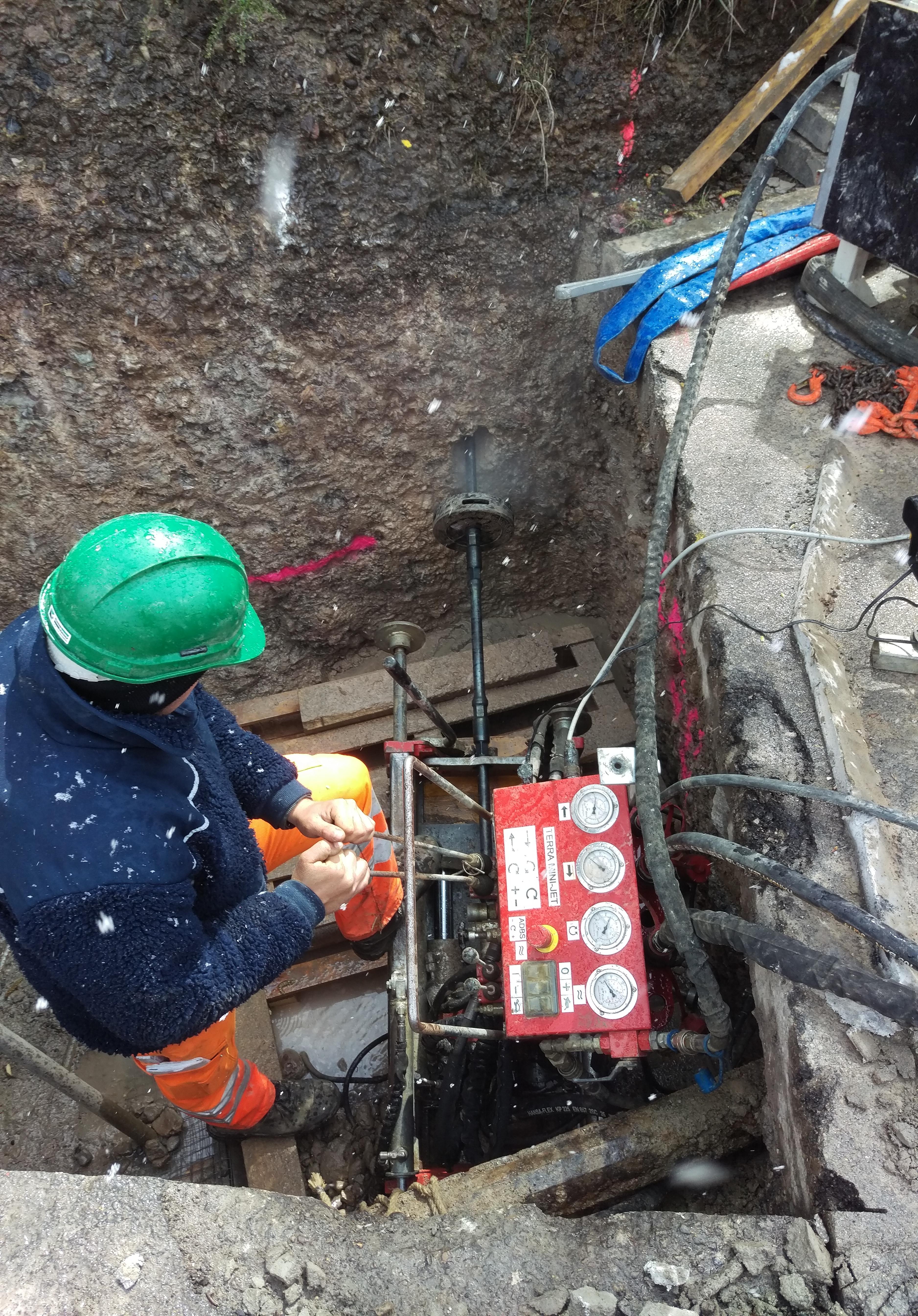 Grubenbohranlage: Fluid-Felsbohrung mit dem TERRA MINI-JET MJ 1600