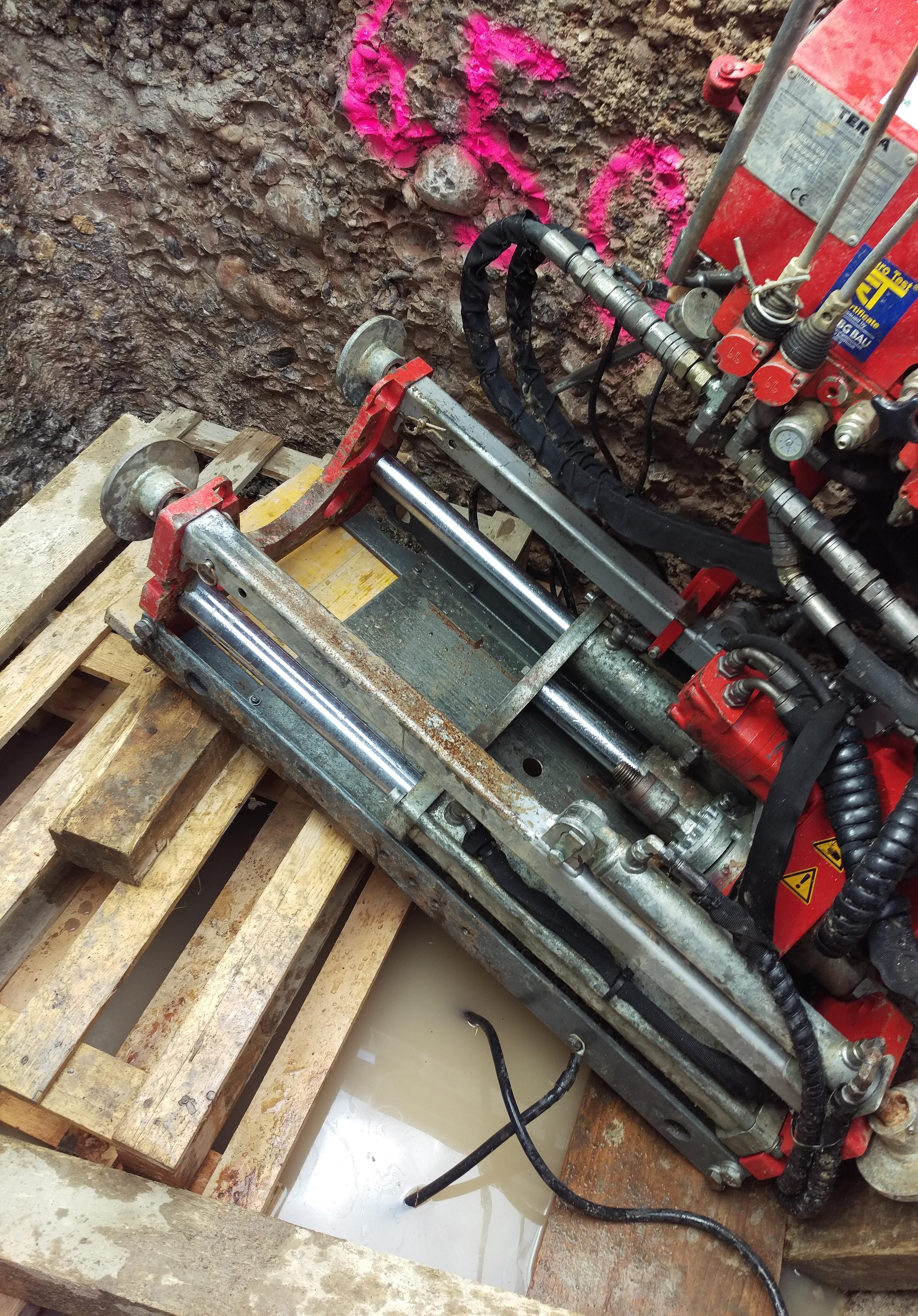 Grubenbohranlage: Einbau der Grubenlafette in die Startgrube