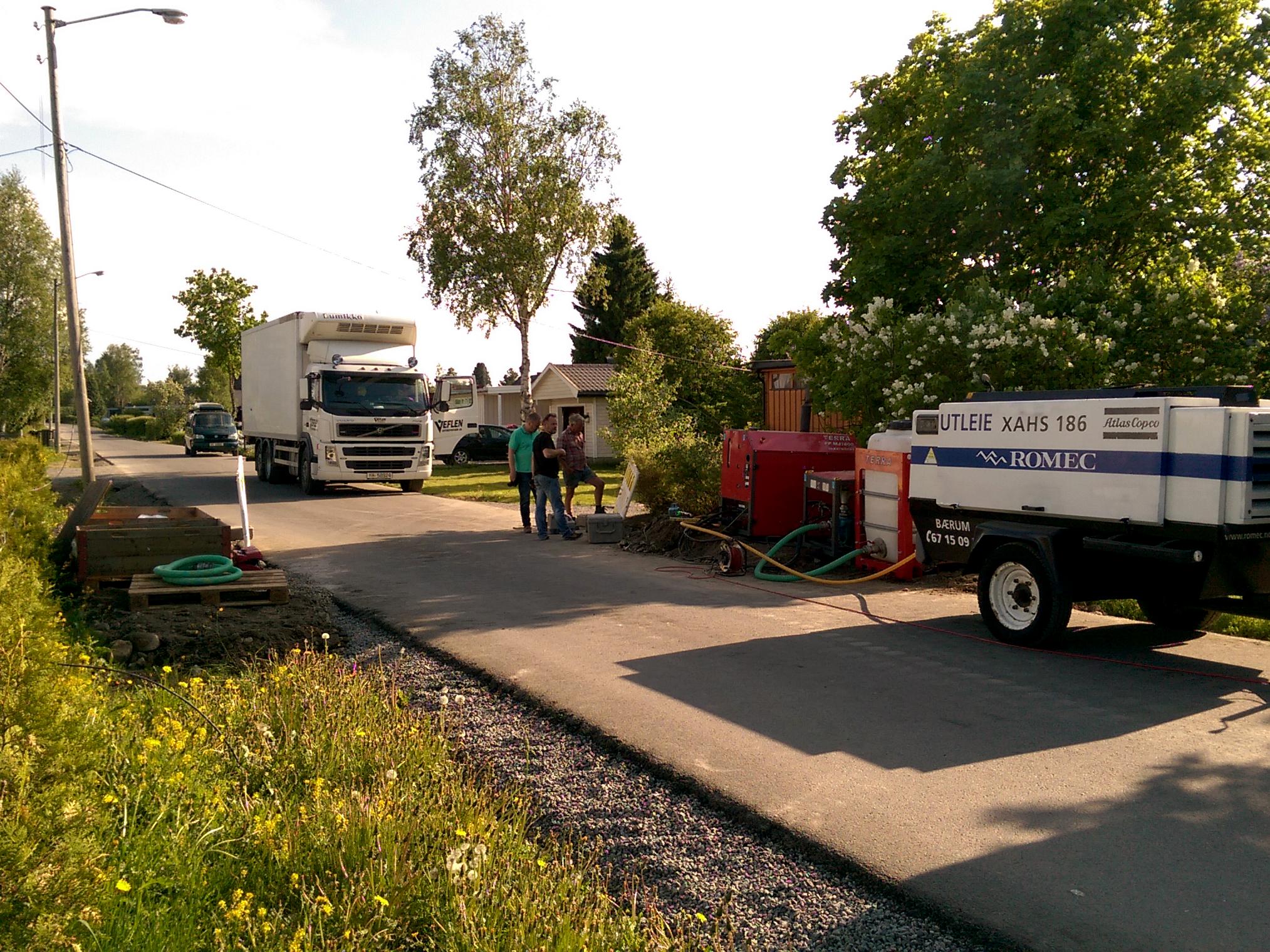 Grubenbohranlage: 300 Strassen wie diese müssen grabenlos für die Verlegung von Glasfaserkabeln passiert werden. Die Längen variieren von 7 - 18 m.